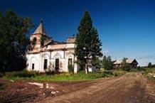 Разрушенная церковь в д. Горное Шелтозеро