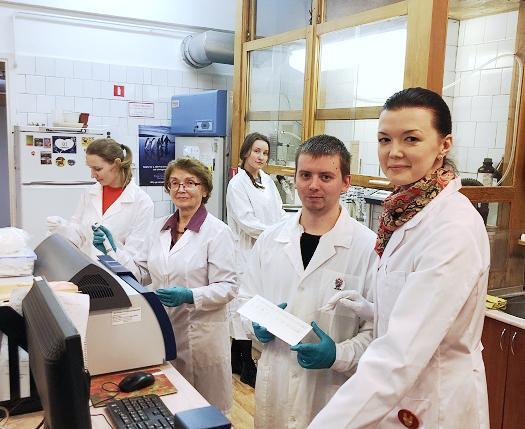 Исследователи лаб экологической биохимии