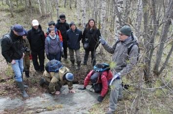 Светов С.А. проводит экскурсию по Ведлозерско-Сегозерской мезоархейской гранит-зеленокаменной системе (Карельский кратон).
