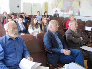 На защите дипломов. На переднем плане члены комиссии – Л.В.Глушанин, А.И.Слабунов и Н.В.Шаров
