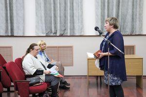 Заместитель директора ИЯЛИ Светлана Яловицына выступила по итогам докладов коллег