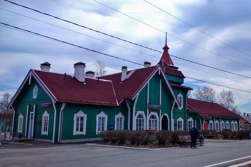 Здание железнодорожного вокзала в Медвежьегорске