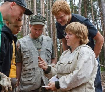 Н.В.Лобанова и члены археологической экспедиции