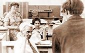 М.В. КЕЛДЫШ (на переднем плане) внимательно слушает научных сотрудников Карельского филиала АН СССР