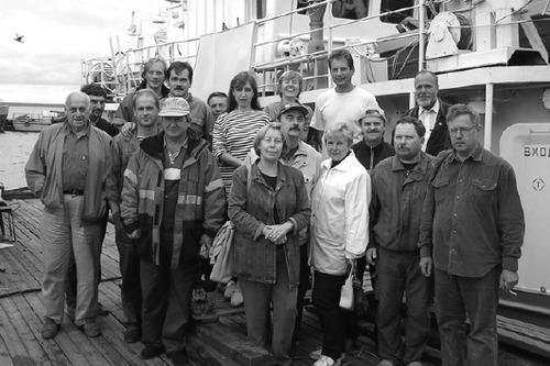 Фото 7. Участники совместных исследований от ИО РАН, СПБГУ, ААНИИ и ИВПС с командой НИС «Эколог»